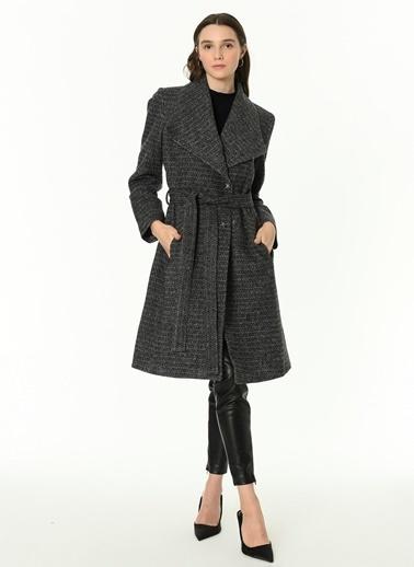 Dewberry Belden Bağlamalı Cepli Desenli Kadın Palto Siyah